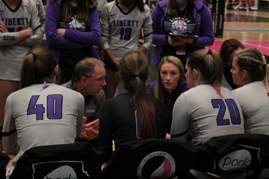 Liberty+coaches+Randy+Dolson+and+Allie+Kelly+talk+to+the+team+during+a+time+out+at+the+state+tournement+in+2019.